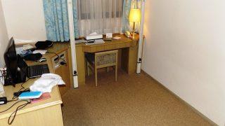 シングルルーム(ベッド上昇後)|ジーアールホテル江坂