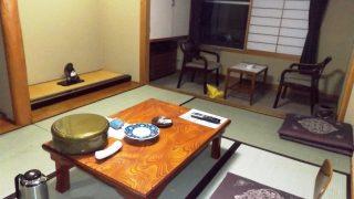 6畳和室(入口側から) かみのやま温泉 別館ふじや旅館<山形県>