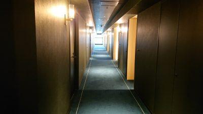 客室階の廊下|ホテルメトロポリタン川崎